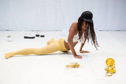 Dana Michel / Yellow Towel, en performance lors